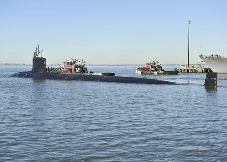 USS Minnesota (SSN-783) departs Norfolk in January 2014